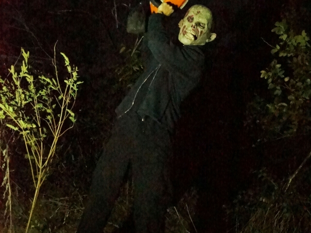 Chainsaw Maniac Haunted Trail